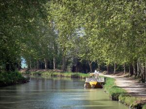 Canal du Midi - Canal with a boat, trees and a towpath