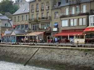 Cancale - Stone houses, restaurants and quay