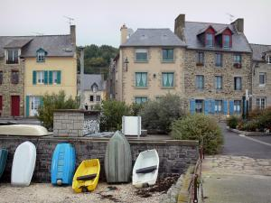 Cancale - Line of boats and houses of the city