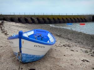 Cancale - Boat on the beach, sea and pier