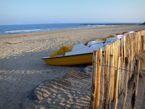 Le Cap-d'Agde - Sandy beach of the seaside resort, pedal boats and the Mediterranean Sea