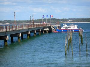 Le Cap-Ferret - Beach, moored boats and Bélisaire pier