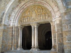 Carennac - Portal of the Saint Pierre church of Romanesque style, in the Quercy