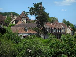 Carennac - Trees and houses of the village, in the Quercy