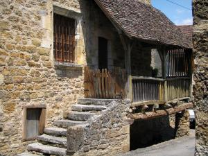 Carennac - Stone house with a lean-to