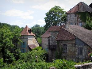 Carennac - Stone houses and trees, in the Quercy