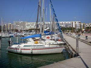 Carnon-Plage - Boats and sailboats of the sailing port, quay and buildings of the seaside resort