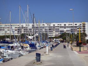 Carnon-Plage - Quay, sailing port with its sailboats and buildings of the seaside resort
