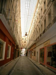Carpentras - Covered passage (Boyer) with shops