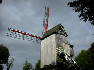 Cassel - Casteelmeulen, wooden windmill on pivot situated at the top of the Cassel mountain