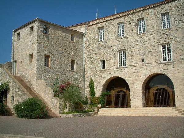 Le Castellet - Tourism, holidays & weekends guide in the Var