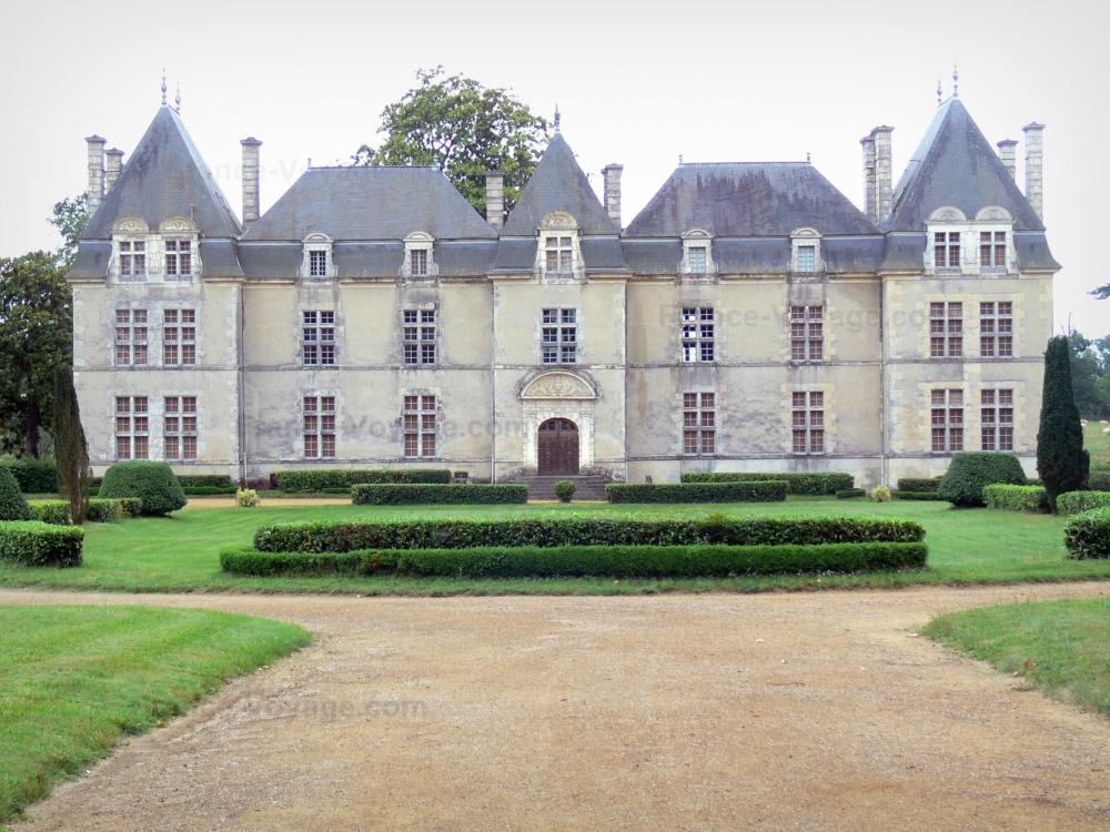 Foto il castello di ravignan guida turismo e vacanze for Case in stile castello francese