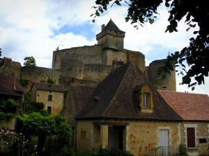 Castelnaud castle - Medieval fortress dominating the houses of the village, in the Dordogne valley, in Périgord