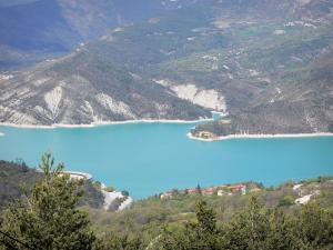 Castillon lake - Emerald-coloured lake (water reservoir), trees, shores and mountains; in the Verdon Regional Nature Park