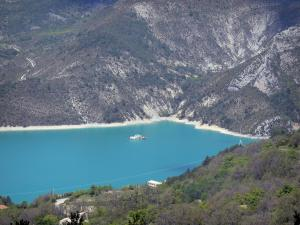 Castillon lake - Emerald-coloured lake (water reservoir) surrounded by mountains; in the Verdon Regional Nature Park