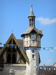 Castillonnès - Bastide town: bell tower of the covered market hall