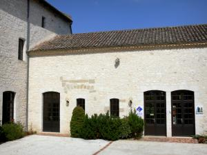 Castillonnès - Bastide town: facade of the tourist office and library