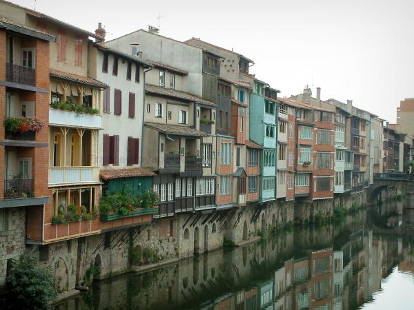 Castres - Old houses reflected in the Agoutriver water