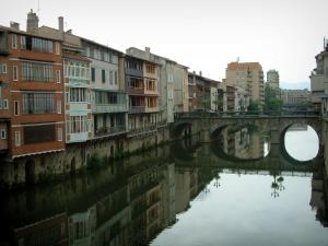 Castres - Bridge spanning the River Agout and old houses reflected in water