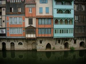 Castres - Old houses with colourful facades on the edge of the River Agout