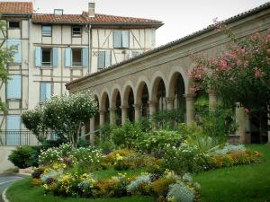 Castres - Flowerbed and plants, arches and timber-framed houses