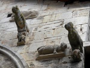 Caylus - Gargoyles shaped as wolves of the Maison des Loups (Wolves house)