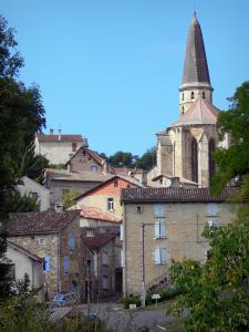 Caylus - Bell tower of the Saint-Jean-Baptiste church and houses of the medieval town