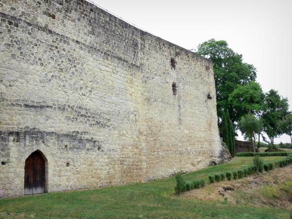 Cazeneuve castle - Castle walls