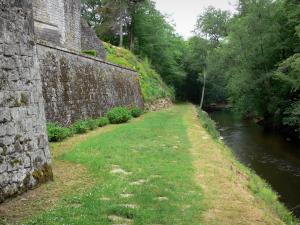 Cazeneuve castle - Castle park - Ciron gorges: walk along the river