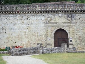 Cazeneuve castle - Front door of the castle