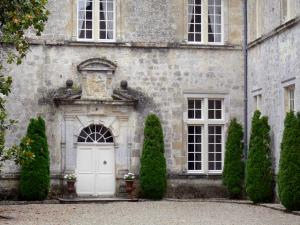 Cazeneuve castle - Front of the Cazeneuve castle; in the town of Préchac