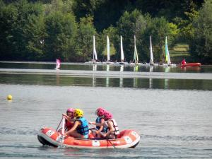 Cergy-Pontoise sports and recreation park - Water sports on one of the ponds of the domaine