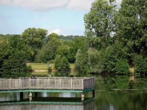 Cergy-Pontoise sports and recreation park - Dock on a lake and trees along the water
