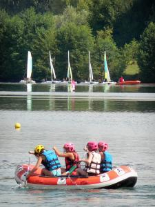 Cergy-Pontoise sports and recreation park - Rafting and catamaran sailing (boating) on one of the lake of the domaine