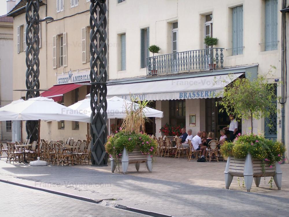 Interesting maisons et terrasse de caf de la place de l for Horaire piscine chalon sur saone