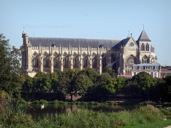 Châlons-en-Champagne - Saint-Etienne cathedral of style Gothic, canal, trees and reeds along the water