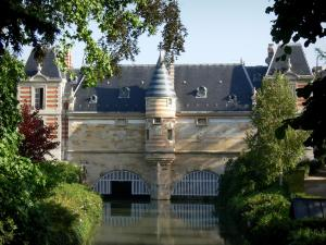 Châlons-en-Champagne - Marché castle and its turret (corbelled construction), Archers bridge, Nau river, trees and shrubs of the Petit Jard garden