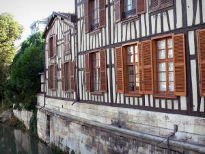 Châlons-en-Champagne - Timber-framed house along the water (river)