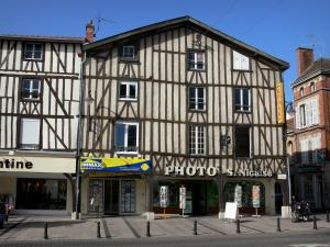 Châlons-en-Champagne - Timber-framed houses and shops of the République square