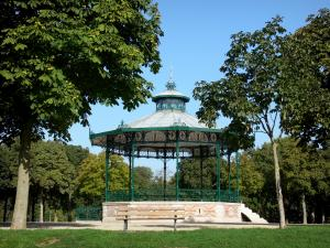 Châlons-en-Champagne - Grand Jard: bandstand, lawn and trees