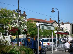 Châlons-en-Champagne - Café terrace, lampposts decorated with flowers, trees and houses of the city