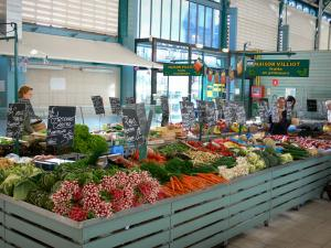 Châlons-en-Champagne - Covered market hall (fruits and vegetables stand)