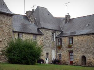 Champeaux - Stone houses in the village