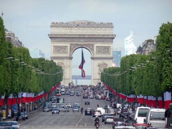 The Champs-Élysées - Tourism, holidays & weekends guide in Paris
