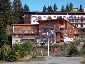 Chamrousse - Recoin (Chamrousse 1650): chalets of the ski resort