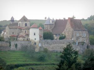 Chantelle abbey - View of the Saint-Vincent Benedictine abbey, with its Saint-Vincent Romanesque church, its monastic buildings and ramparts, overlooking the Bouble gorges