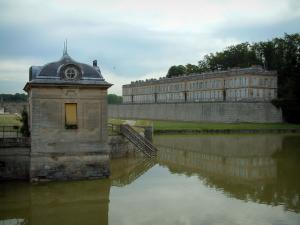 Chantilly - Building on the edge of the pond, Enghien château and trees