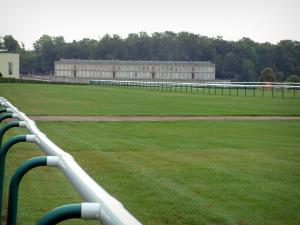 Chantilly - Barrier, hippodroom (renbaan), Kasteel van Edingen en bomen