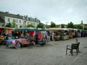 Chantilly - Square with a market and houses of the city