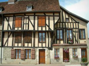 Chaource - Timber-framed house